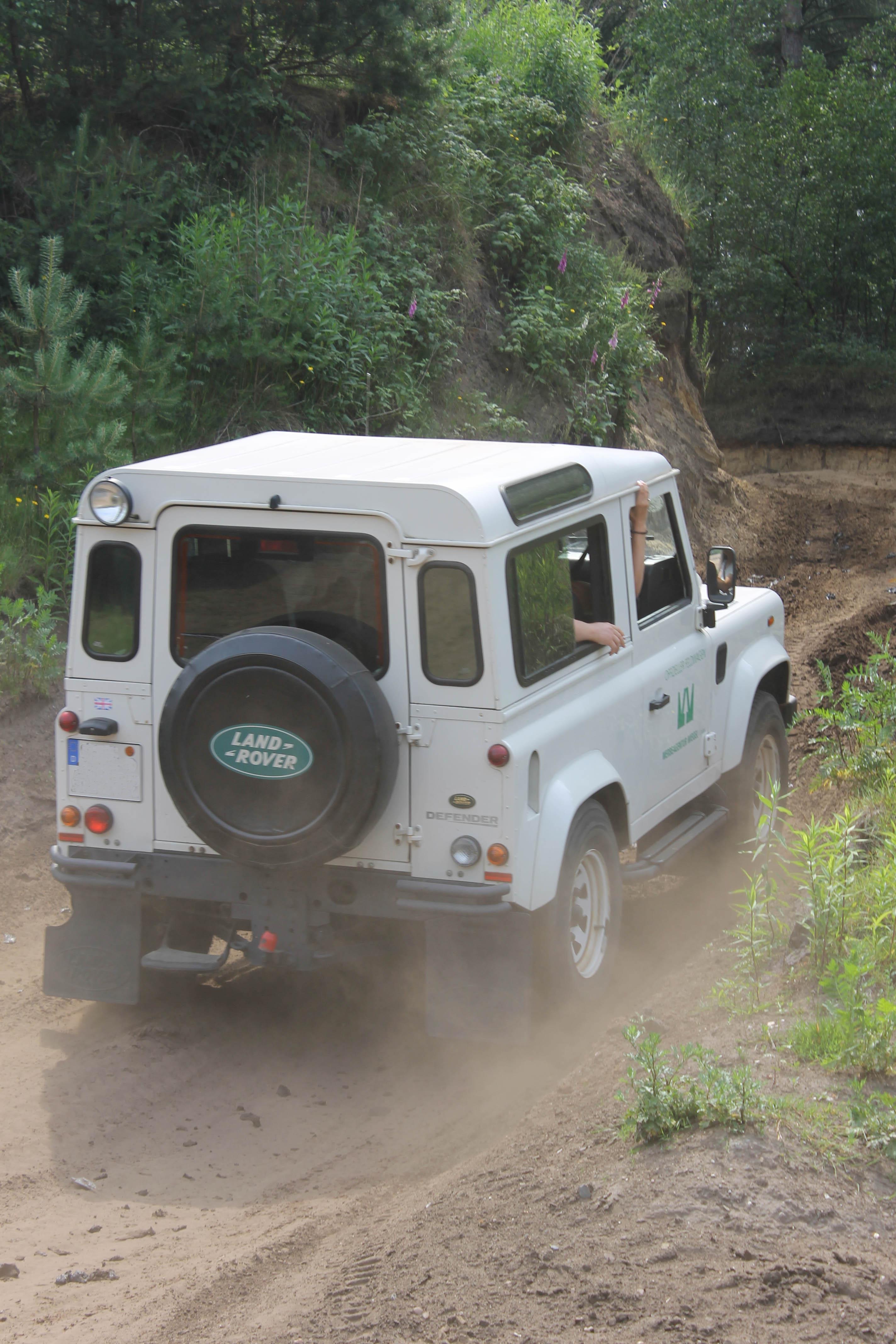 Begeisterte Land Rover Fans bei der zwölften Offroad Fahrschule vom Autopark Hoyer